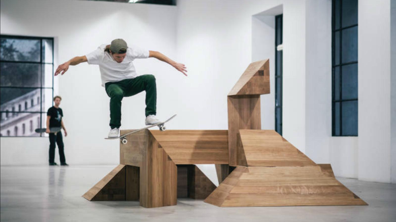 Skate en el museo: una exposición con esculturas patinables?