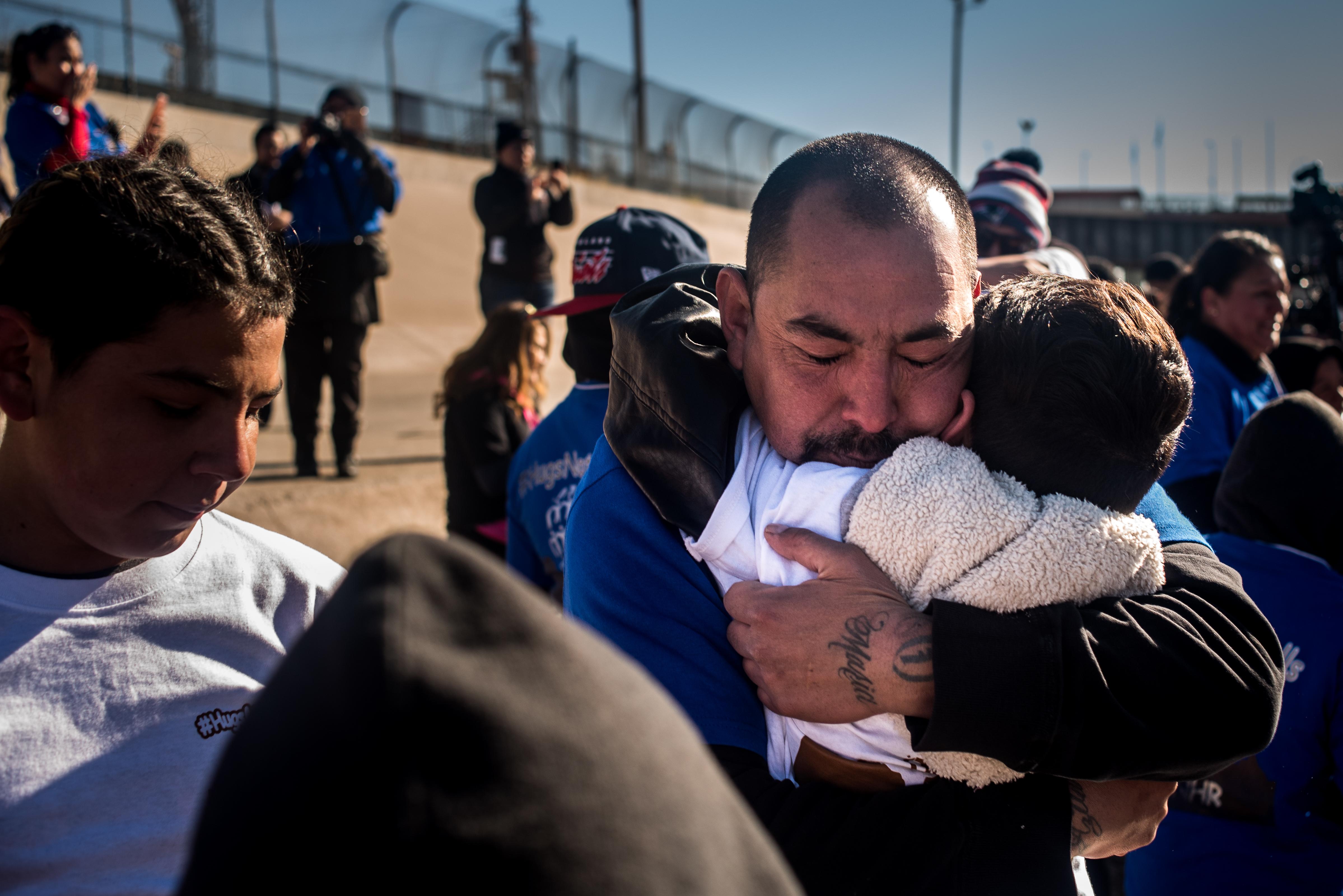 Hugs Not Walls; regresarle dignidad a las fronteras