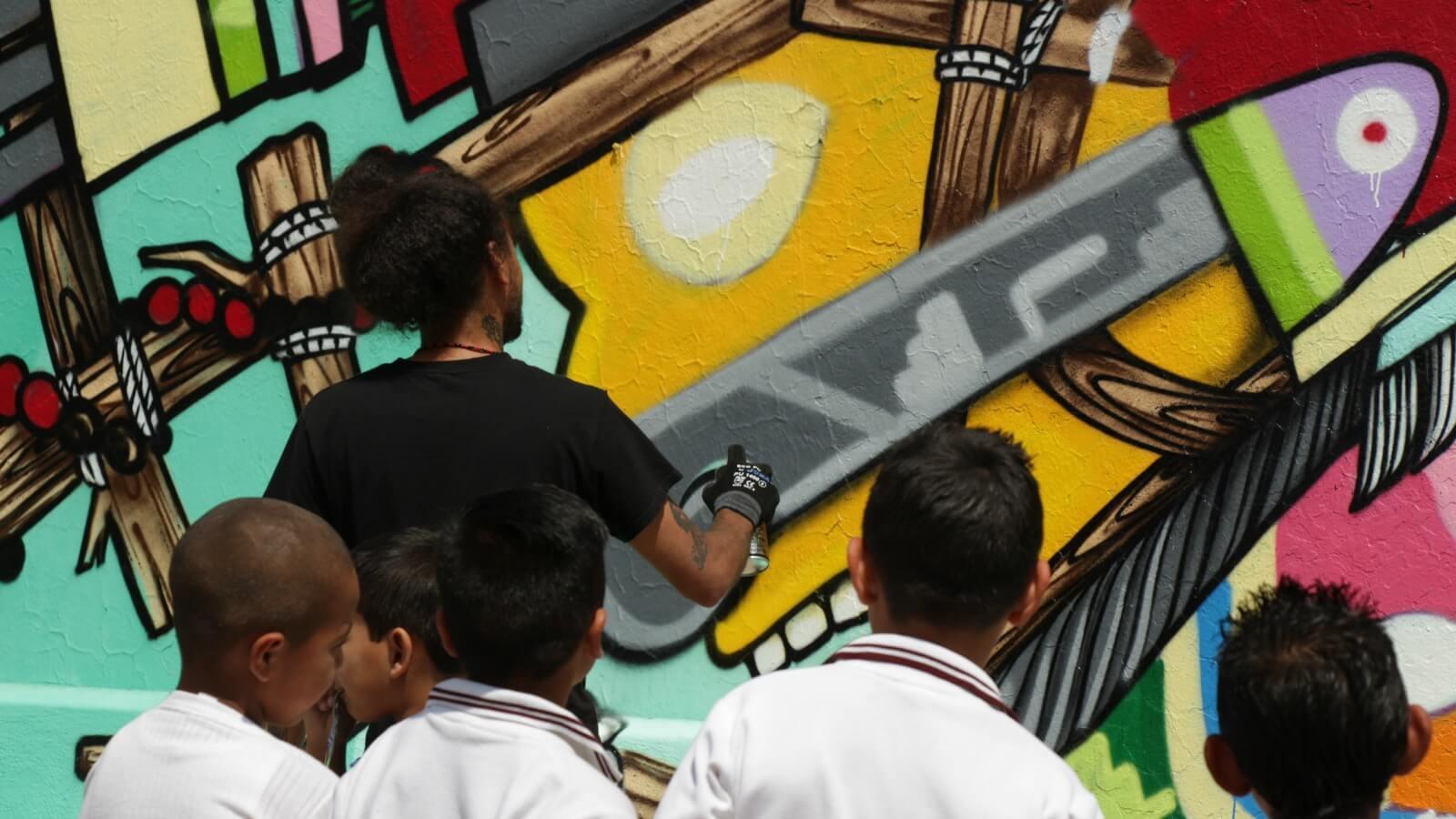 2Alas y Don Rimix crearon murales para una primaria en Querétaro