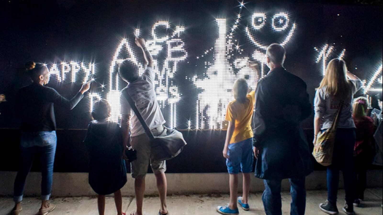 Arte efímero: graffiti hecho con agua y luz