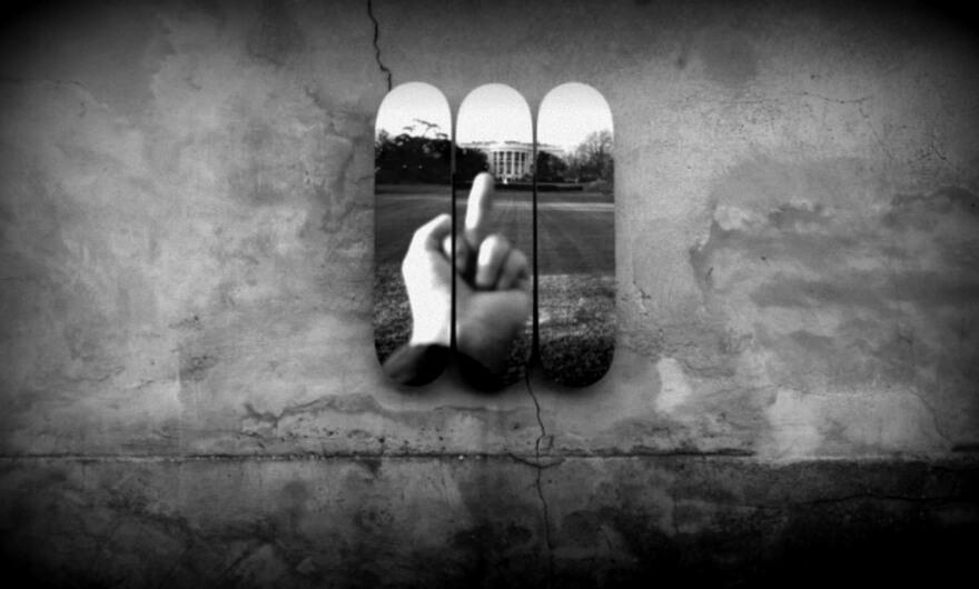 Artistas intervienen tablas de skate por los 100 días de gobierno de Trump ?