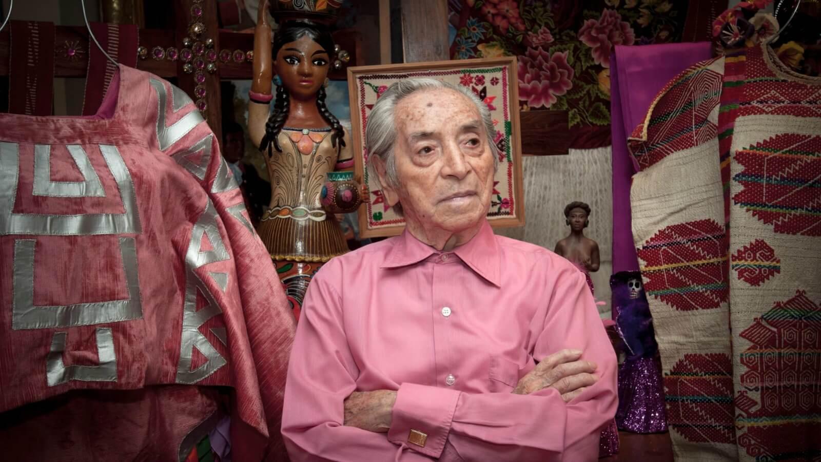 Las 10 razones por las que se recordará a Ramón Valdiosera, creador del color rosa mexicano