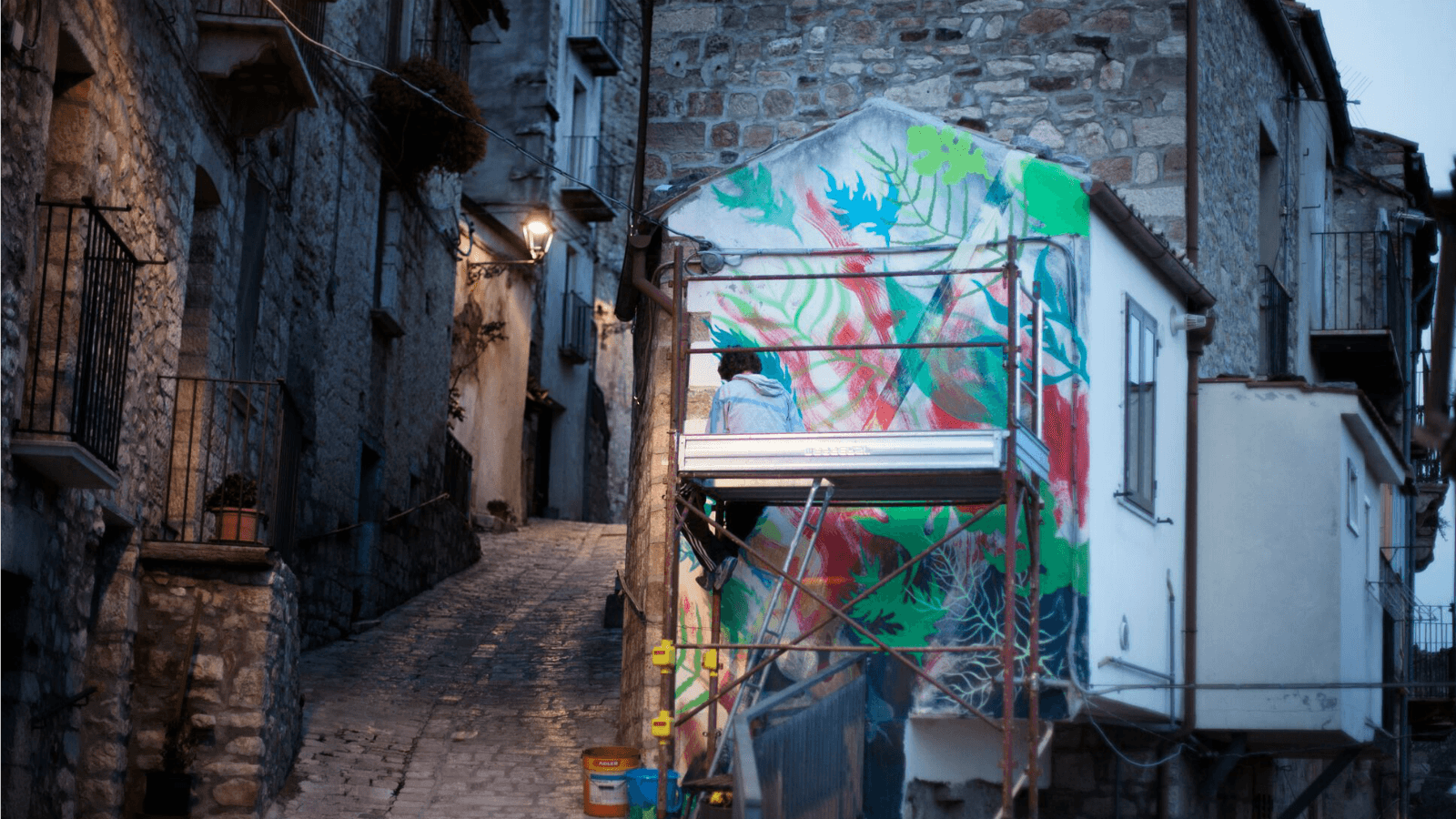 Gola Hundun crea los primeros murales de festival de arte en Italia
