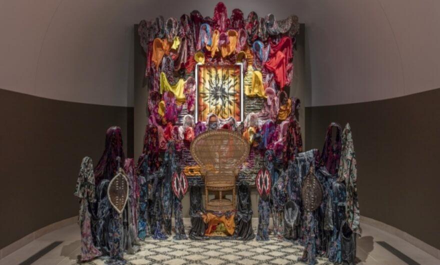 Artista crea instalación basada en las Panteras Negras