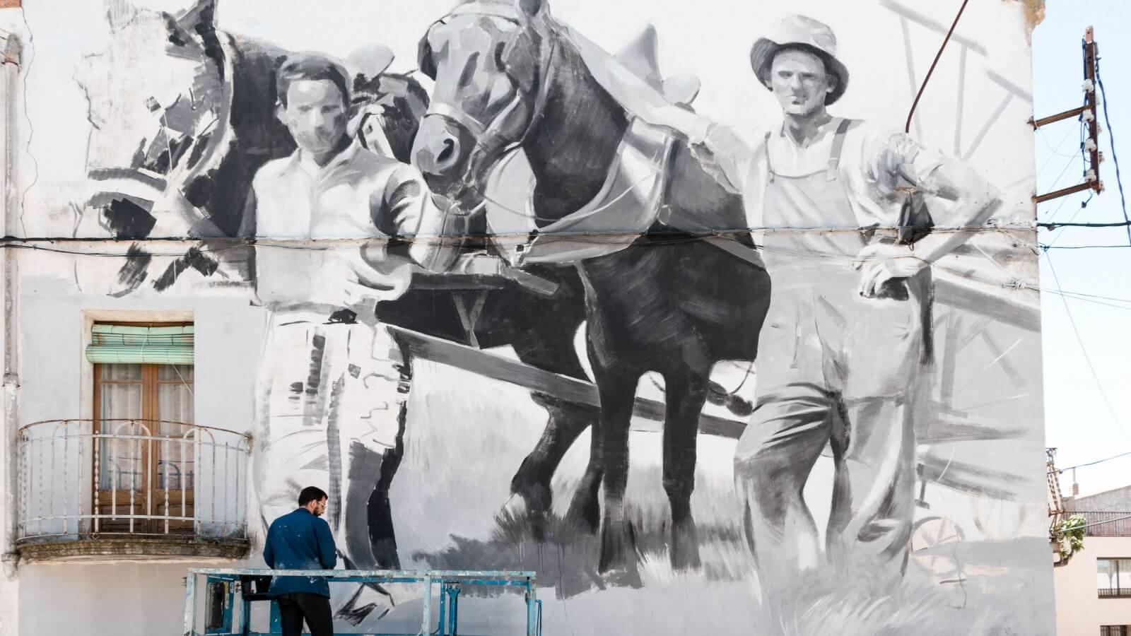 Miquel Wert realiza mural para festival de España: la cultura artística en lo rural