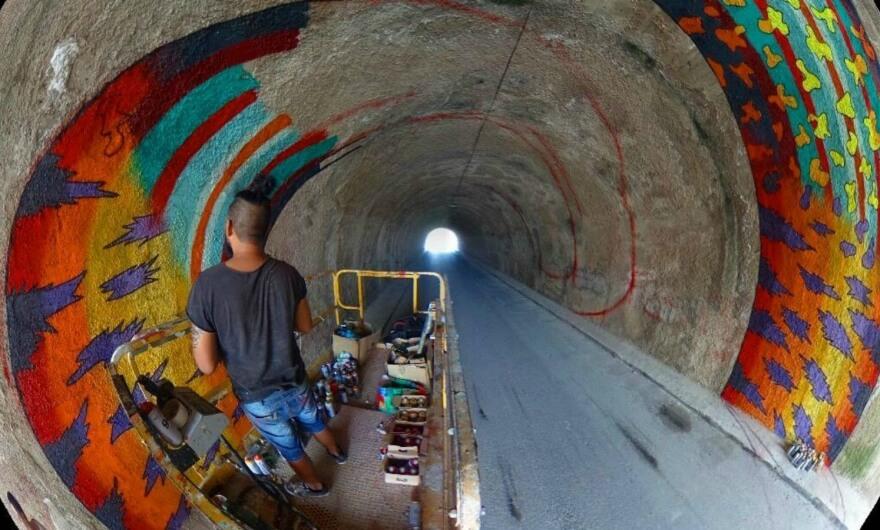 Spaik realizó un mural en un túnel de Ibiza
