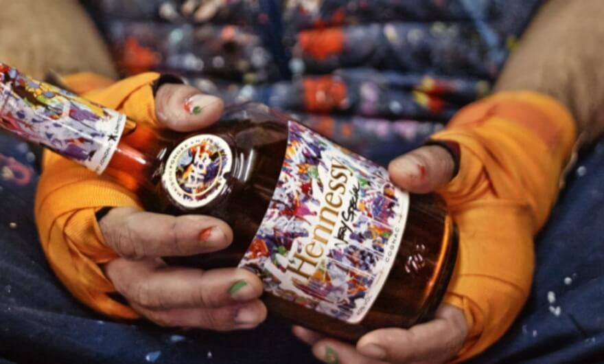 ¡Conoce la botella de cognac más intervenida por artistas urbanos!?