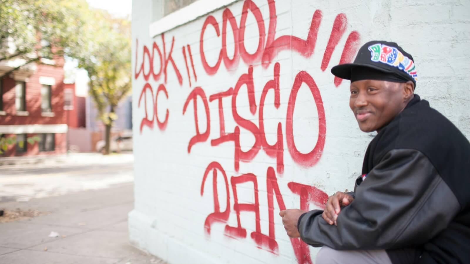 "Falleció el artista que inmortalizó las calles de Washington: Cool ""Disco"" Dan"