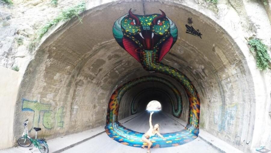 Serpiente en tunel por Spaik