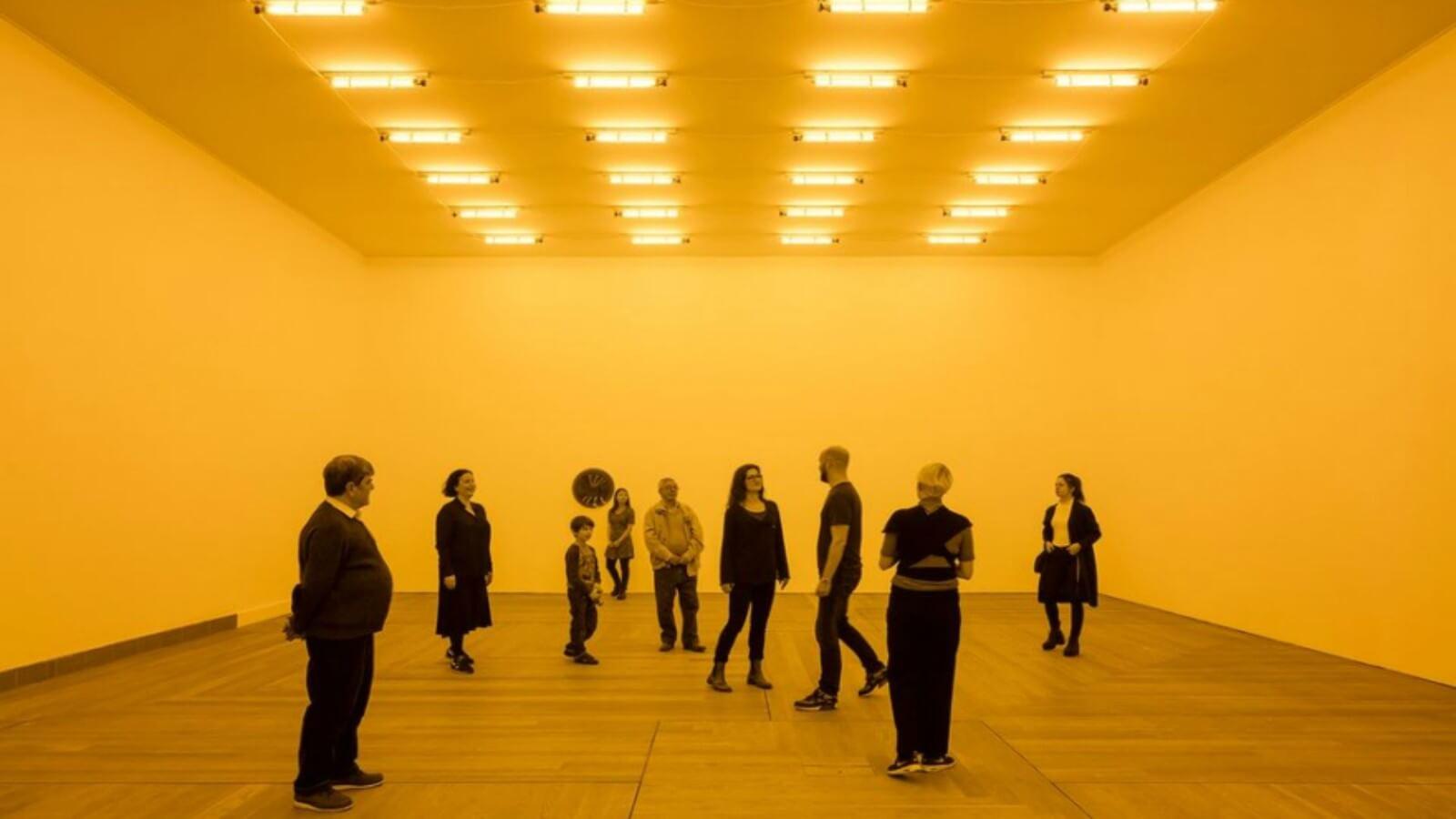 La realidad cuestionada desde la monocromía, instalación de Olafur Eliasson