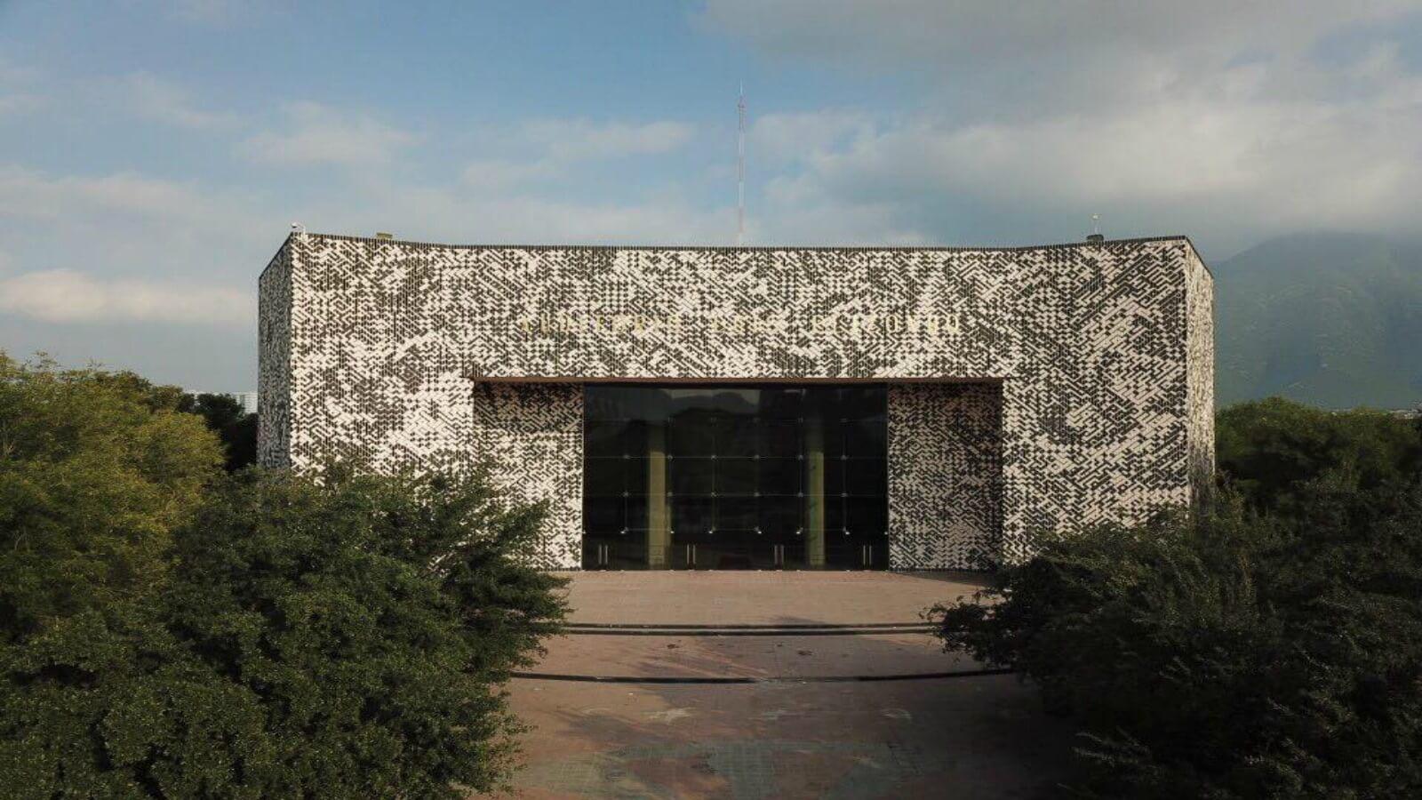 Sten Lex realiza la pieza de stencil más grande del mundo en México