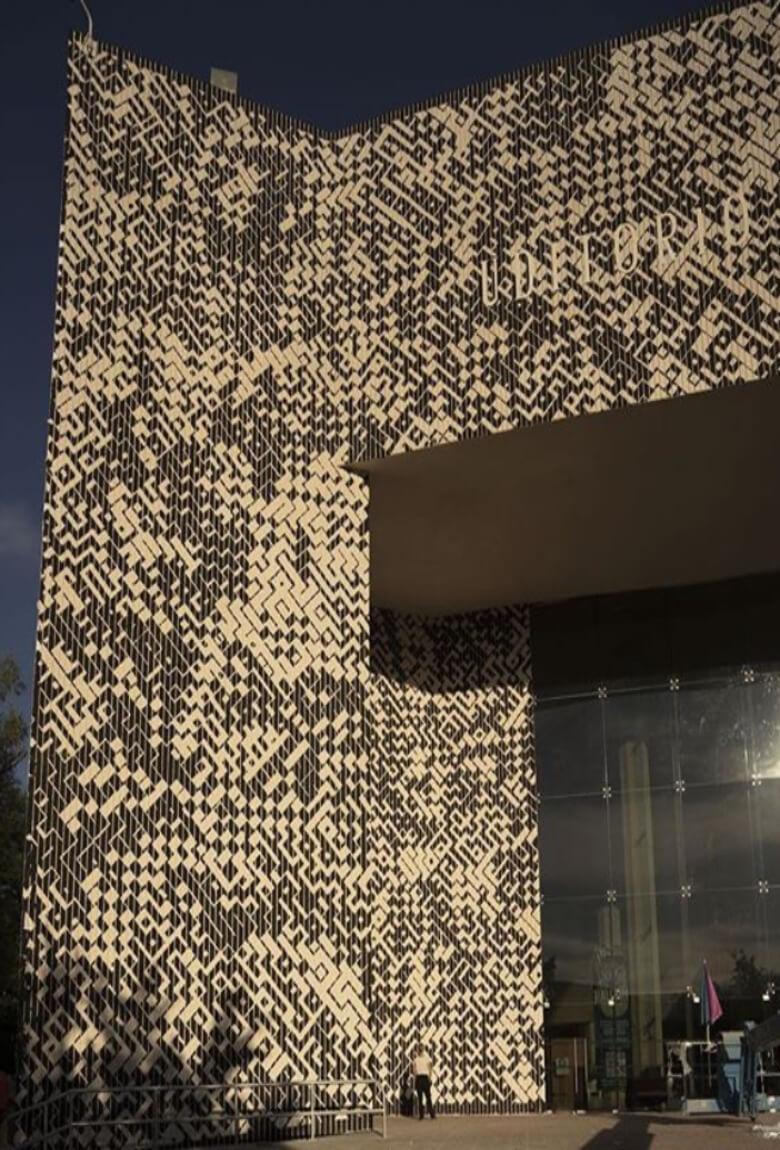Sten Lex realiza el stencil más grande del mundo en DistritoTec