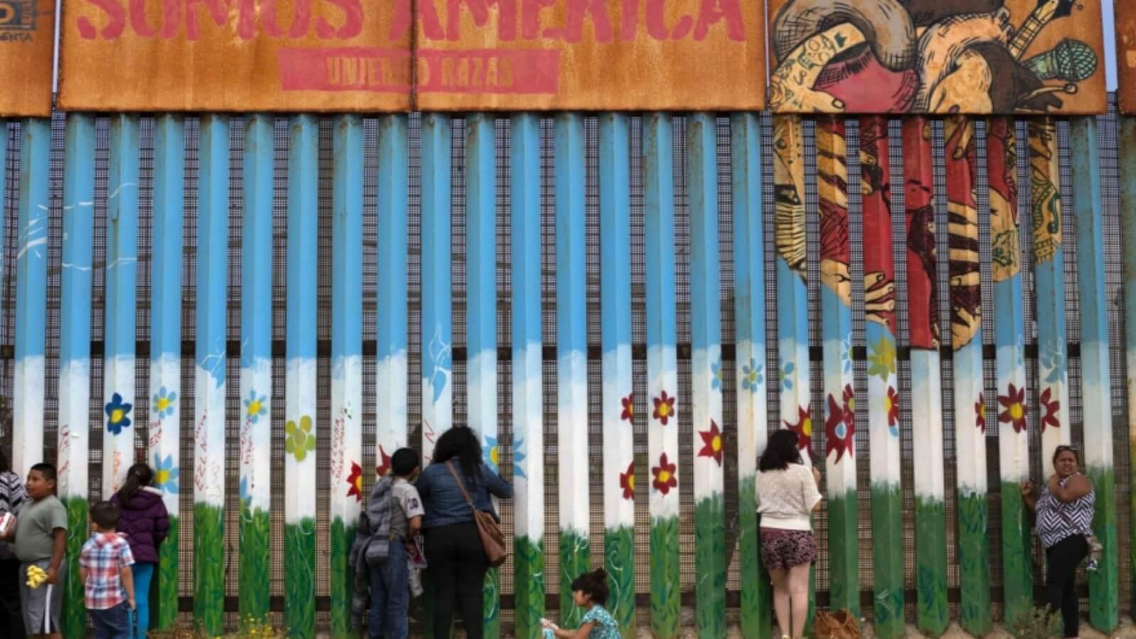Mural más grande del mundo pintado en el muro fronterizo ?