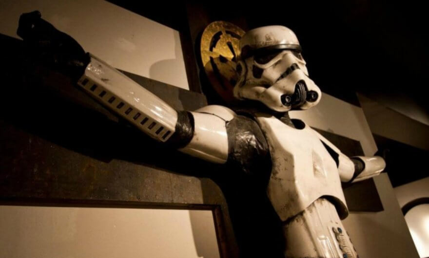 Termina polémica del Stormtrooper crucificado