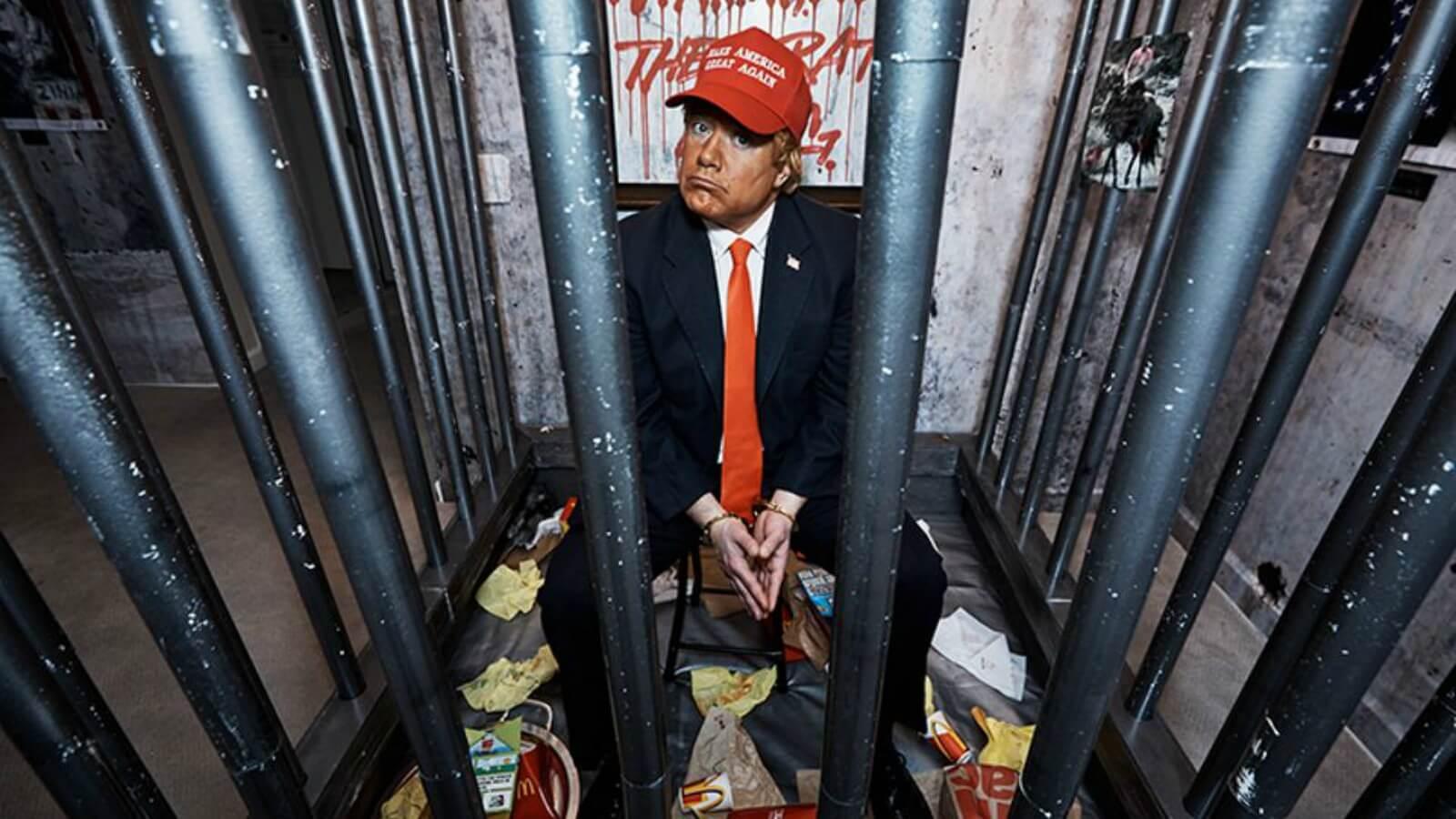 Trump encerrado en una celda en su propio Hotel