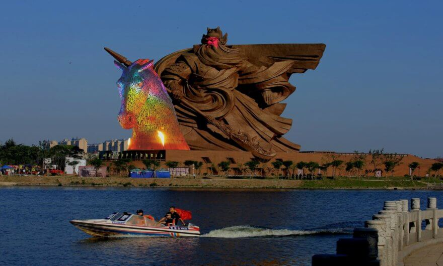 Impresionante escultura de Guan Yu en China