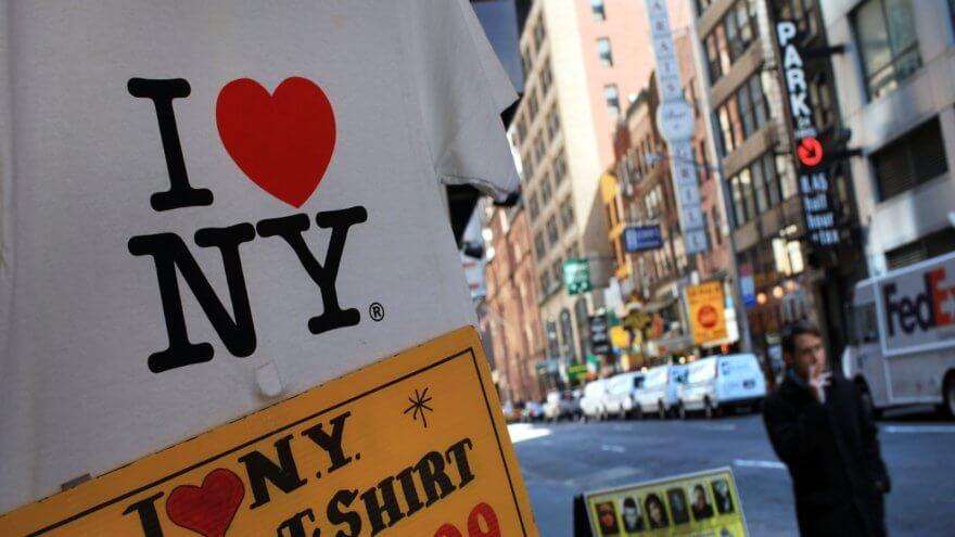 El popular logo » I ❤️ NY» recibe homenaje