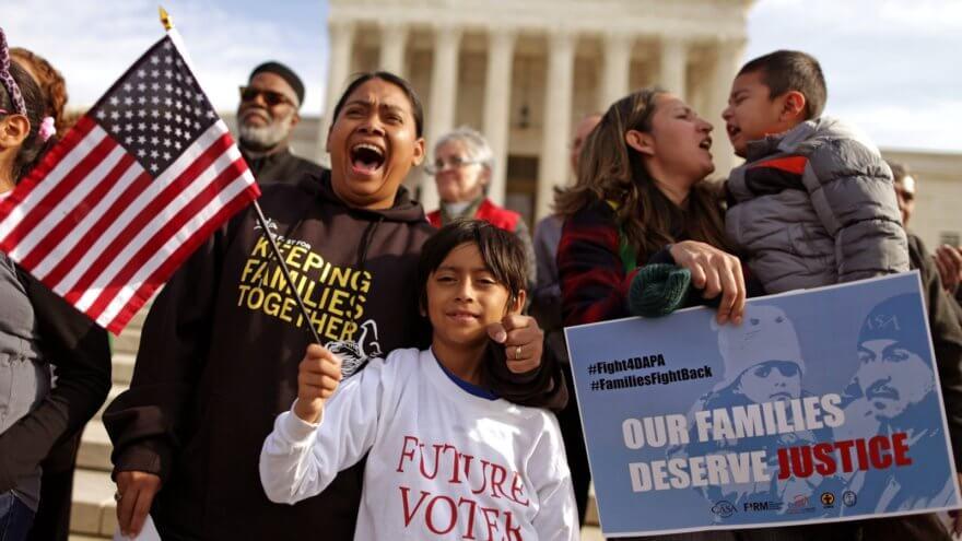 Niños son separados de su familia en la frontera