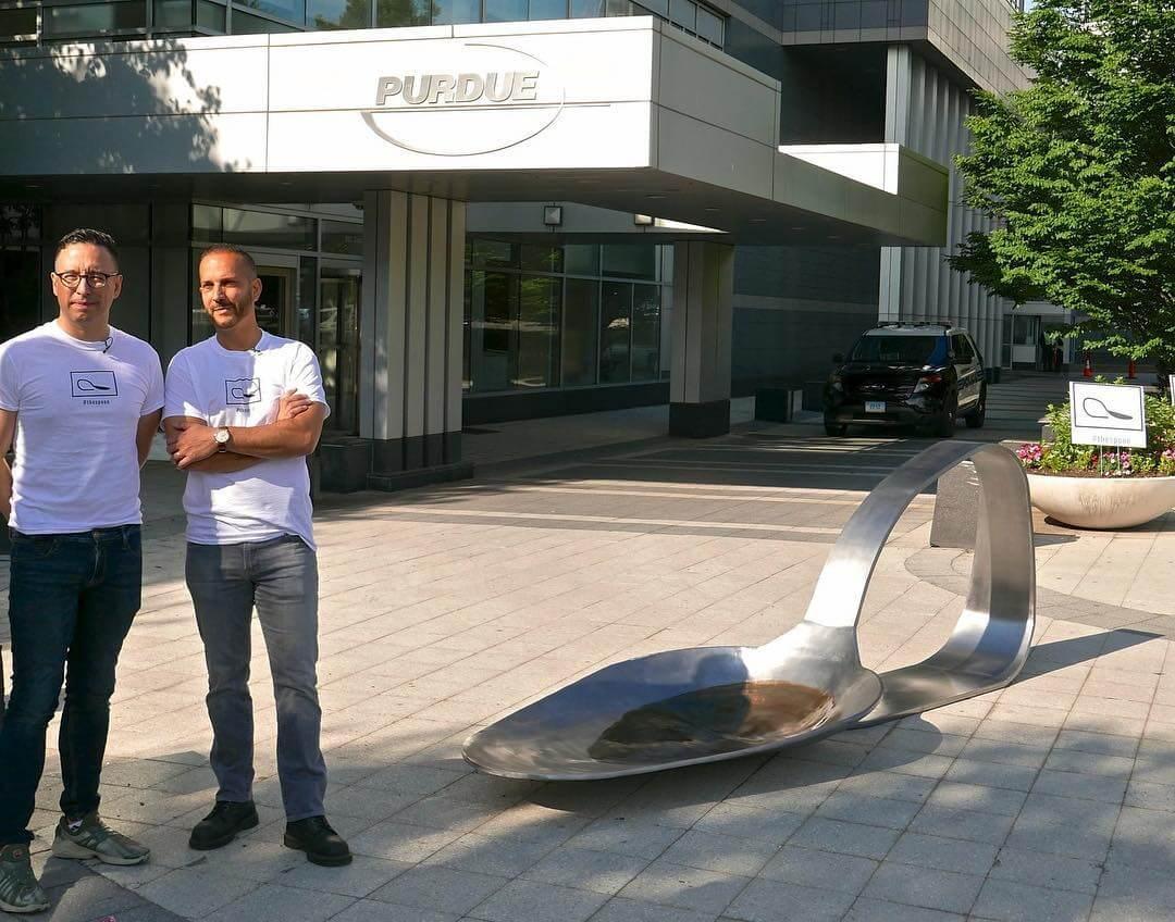 Domenic Esposito y su escultura en contra del consumo de drogas