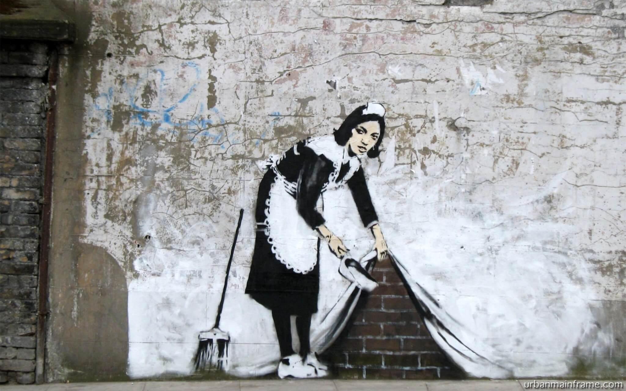 Mucama escondiendo el polvo por Banksy
