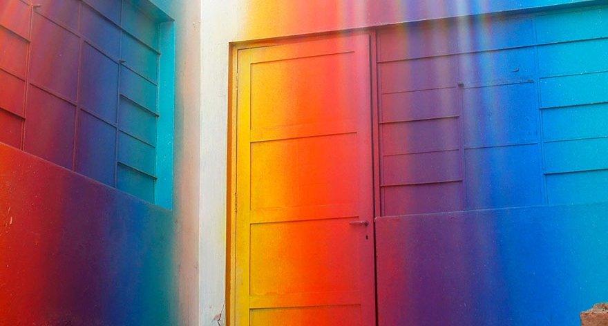 Xomatok y sus fantásticos murales prismáticos