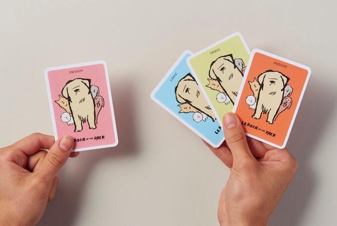 """El artista gráfico francés ha creado una divertida serie de cartas llamadas """"Dodgy Dogs"""". Conformada por el mejor amigo del hombre, las cartas retratan cada una de las actividades que caracterizan a una mascota. Entre adorables gestos y algunos no del todo, esta serie de cartas es una muestra de tolerancia para estos bellos acompañantes."""