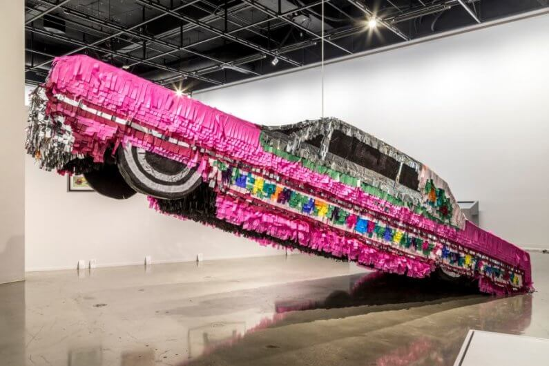 Piñatas que inspiran arte en Justin Favela