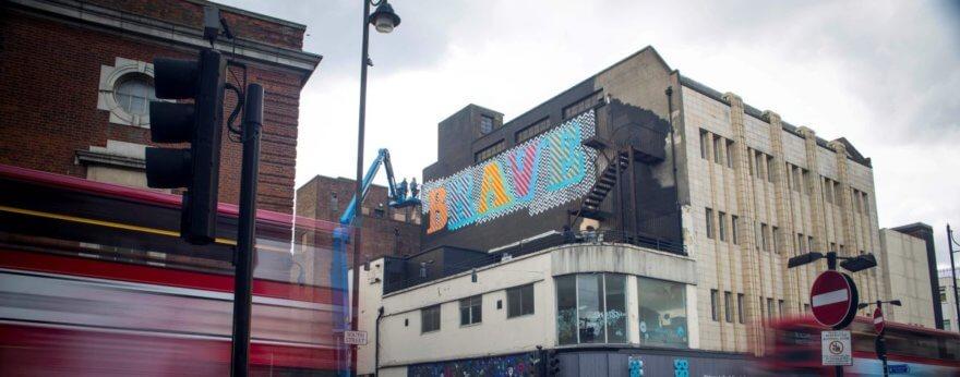 Brave Walls una iniciativa de Amnistía internacional