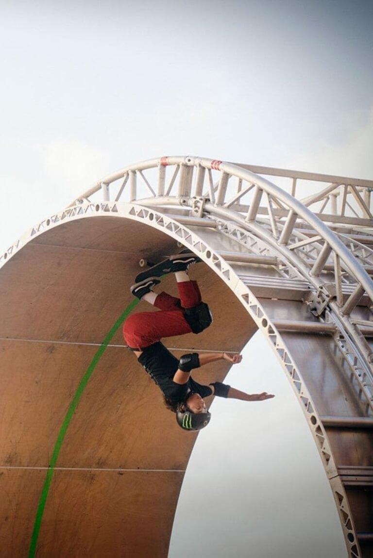 Lizzie Armanto la primer skater en hacer un loop de 360º