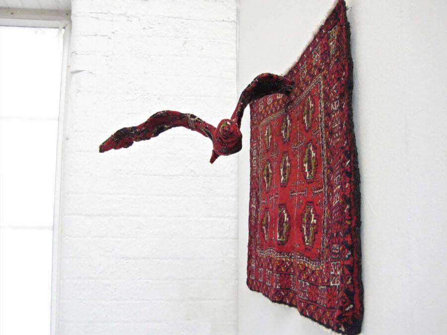 escultura de animales con alfombras Debbie Lawson