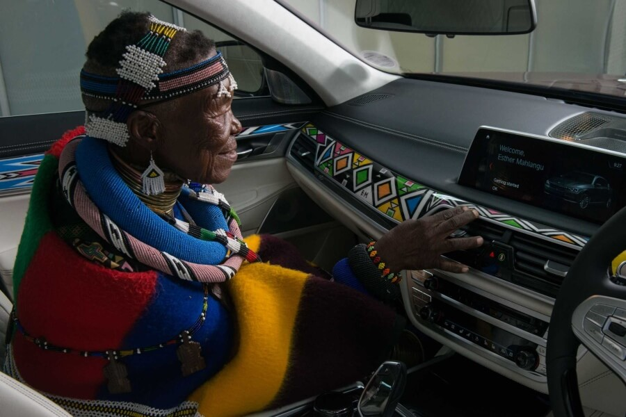 Esther Mahlangu Cortesía BMW 2
