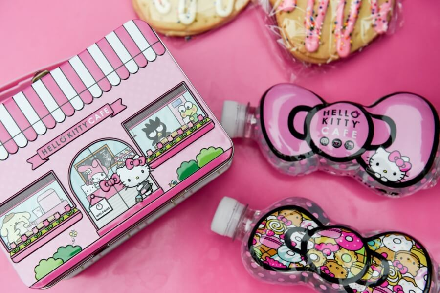 hello kitty cafe truck