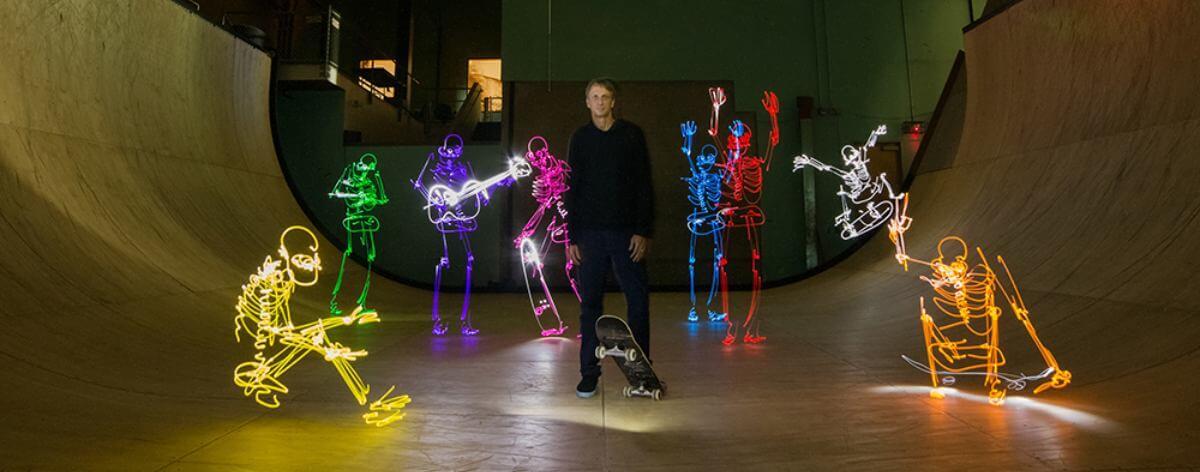 Dariustwin realiza fotografías con luces y Tony Hawk
