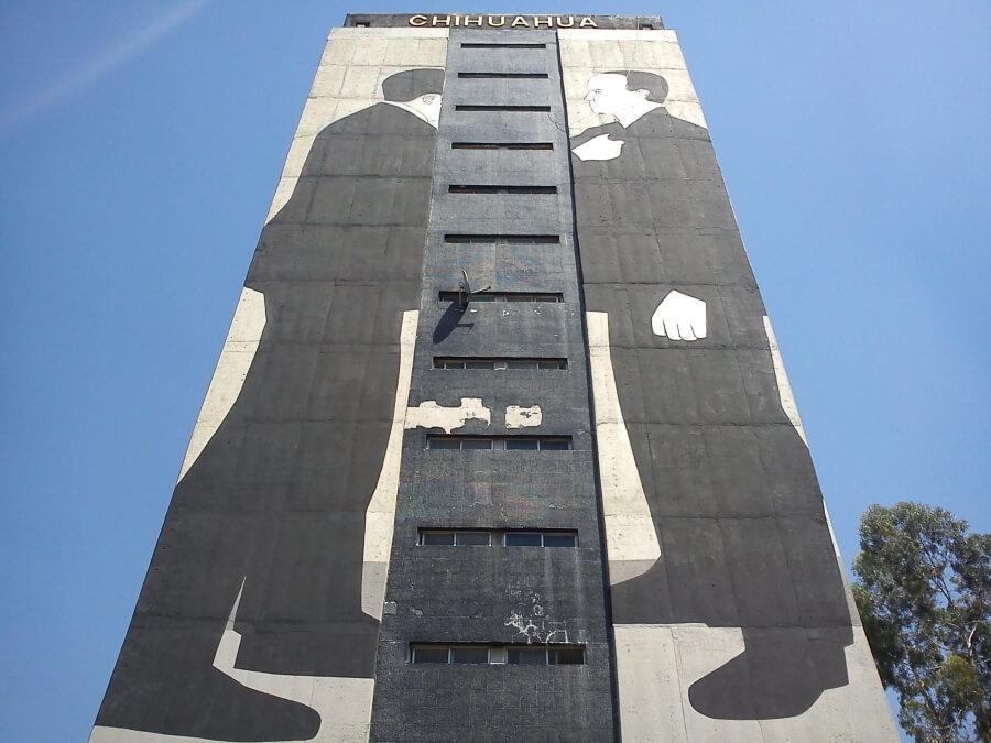 Hombres en edificio Escif Tlatelolco