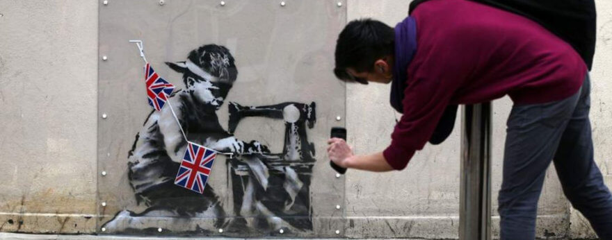 Ron English compra obra de Banksy para modificarla