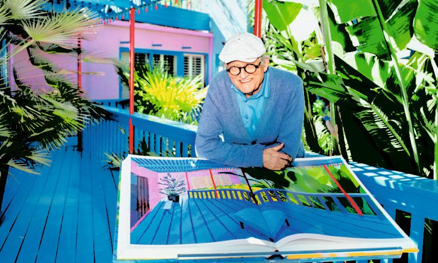 Fotografía de David Hockney con una de sus obras