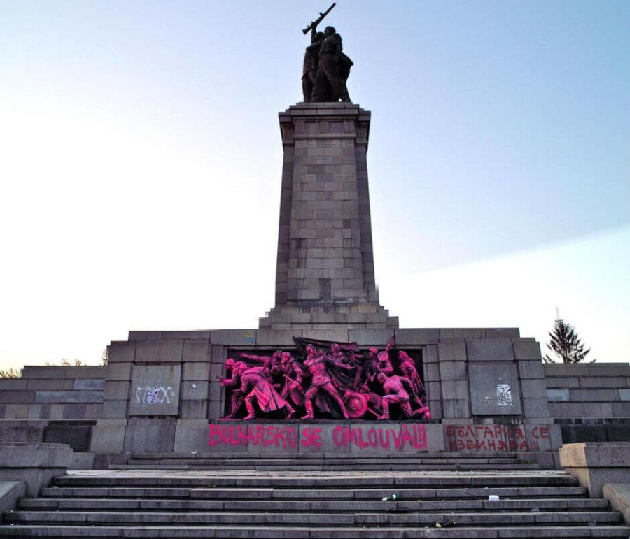 Monumento soviético vandalizado de Rusia en Sofía