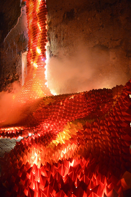 Las calles de Cataluña se iluminan con ríos de lava de origami - All City Canvas