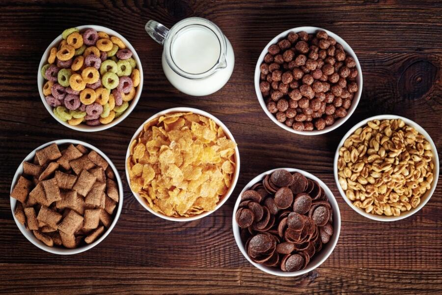 Platos de cereal con leche