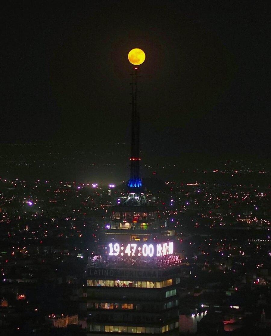 Torre Latino y luna