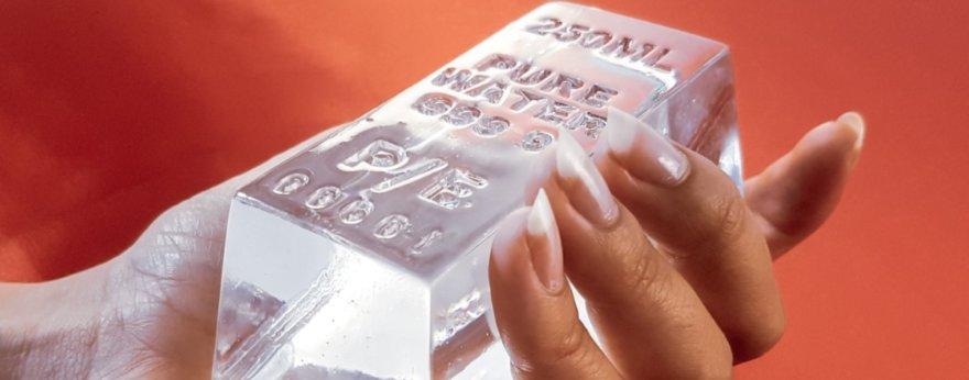 Parse Error transforma el agua en billetes y barras de oro