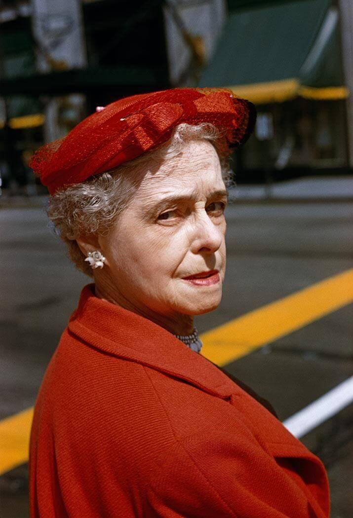 Parte de los retratos urbanos a color de Vivian Maier