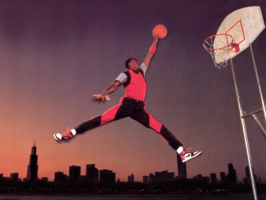 Jordan saltando a canasta