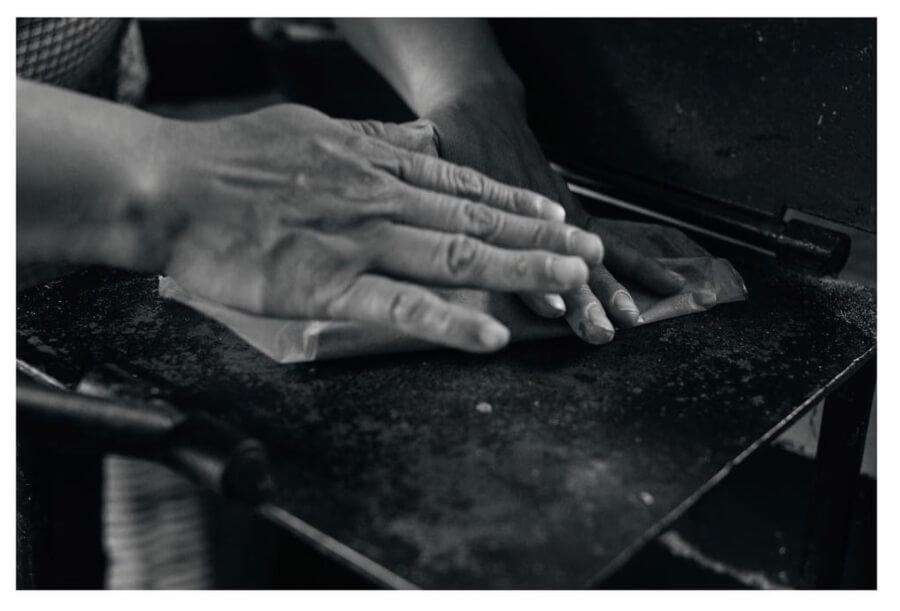 Manos haciendo tortillas