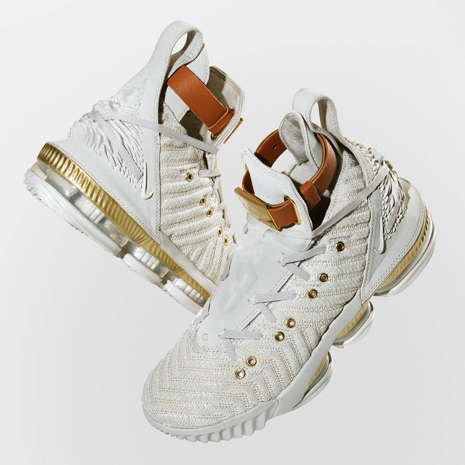 Nike Le Bron James dorado