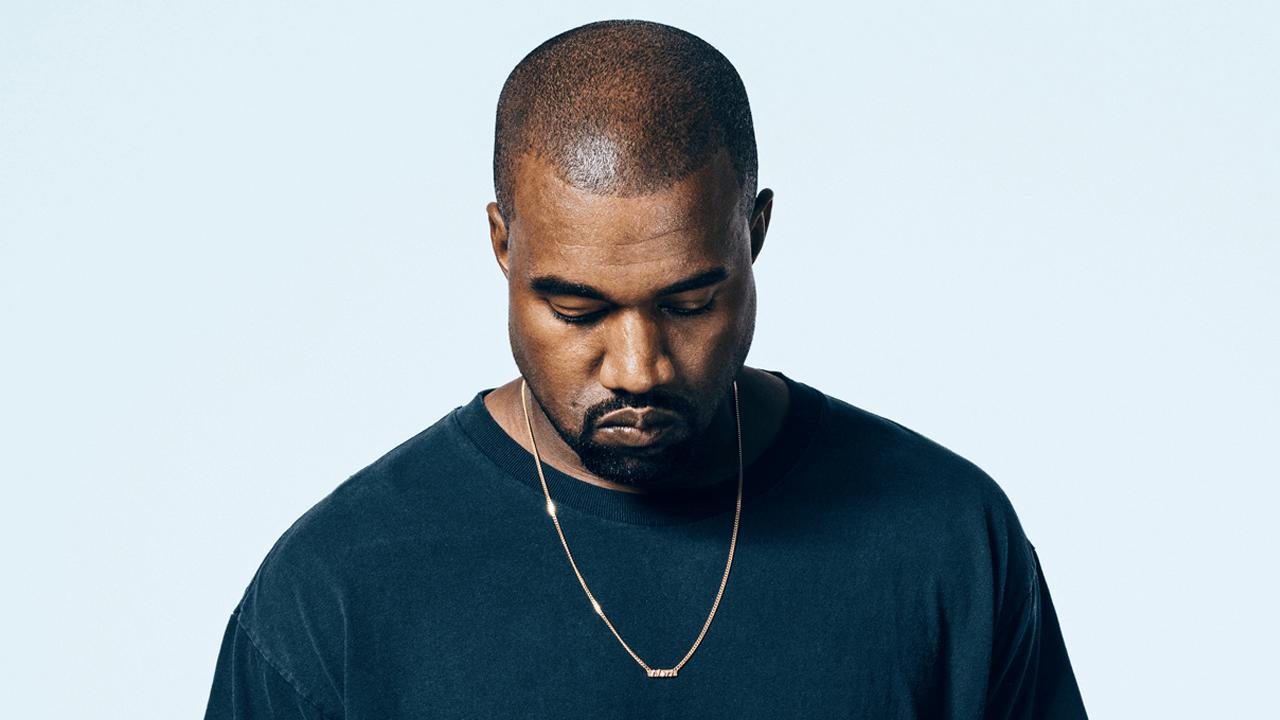 Kanye West posando para foto