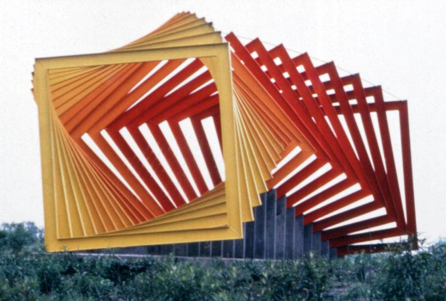Coatl, obra de Helen Escobedo en el Espacio Escultórico de Ciudad Universitaria