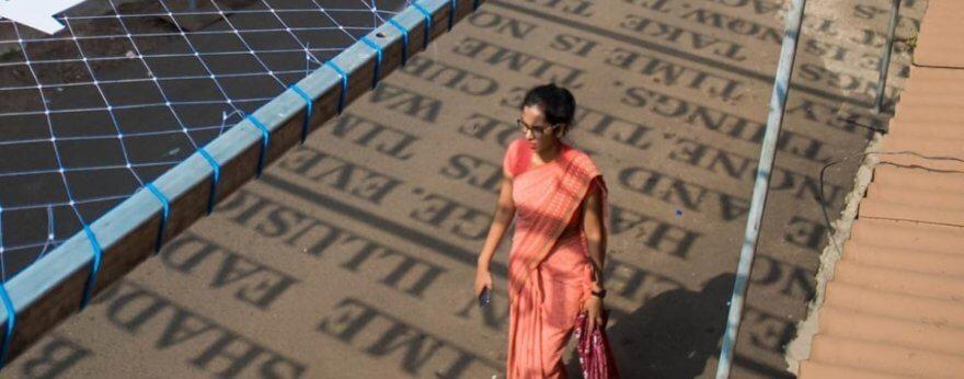 Instalaciones de street art que cambian con la luz solar