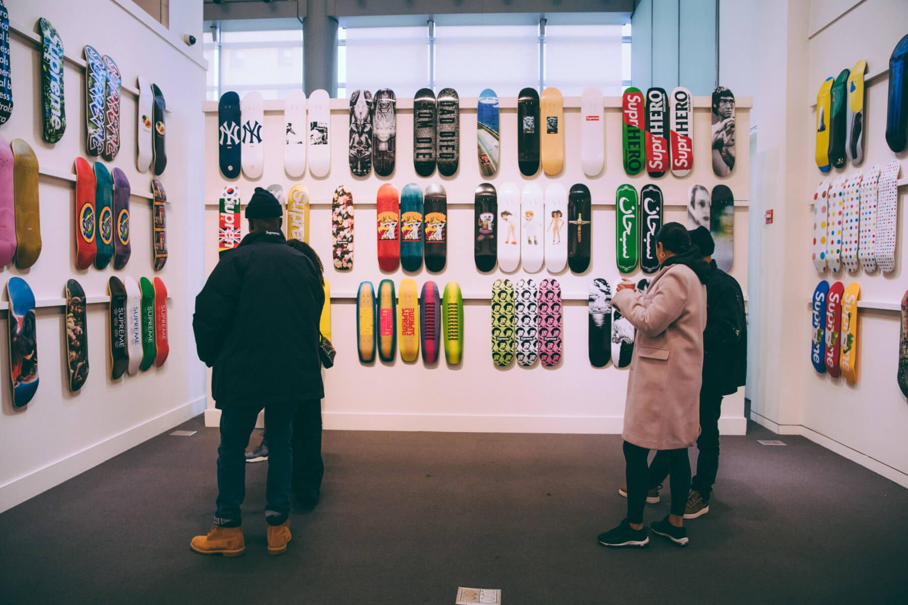 """La colección de Supreme presenta""""20 años de Supreme"""" en donde reúne lo mejor en el diseño de sus tablas skate"""
