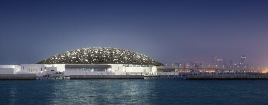 El Museo Louvre de Abu Dhabi es lujoso y futurista